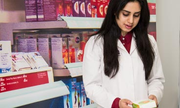 Manchester Pharmacy student gaining clinical experience